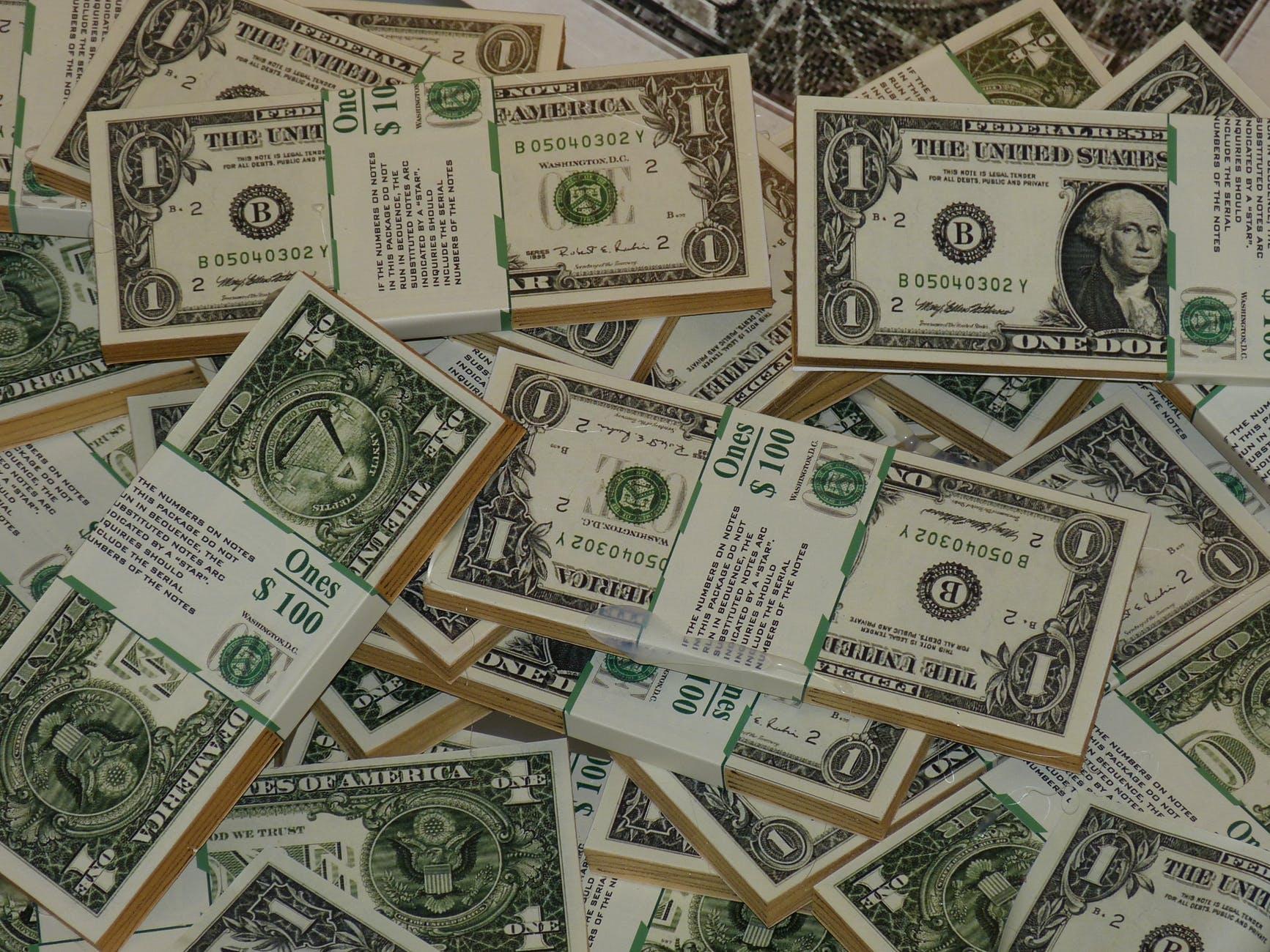 balíčky amerických dolarů